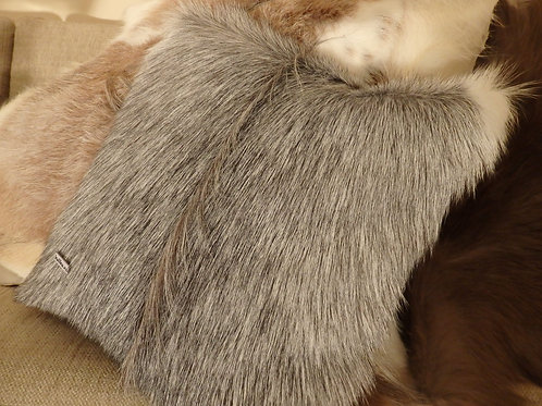 Throw pillow in goat skin