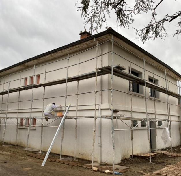 Remise en état d'une façade de maison individuelle