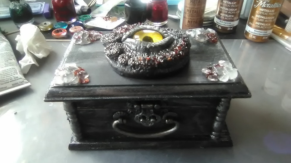 Black Dragon Eye Treasure Box Garnet & Clear Quartz