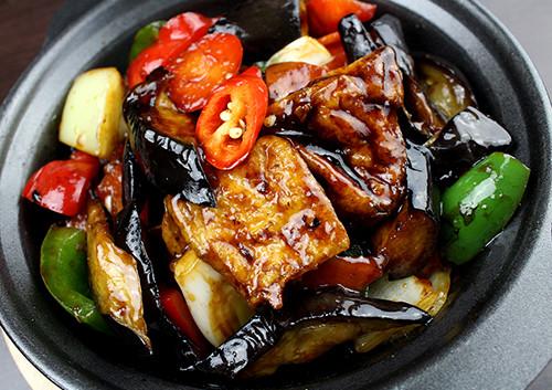 136-Tofu-and-Aubergine-in-Garlic-Black-B