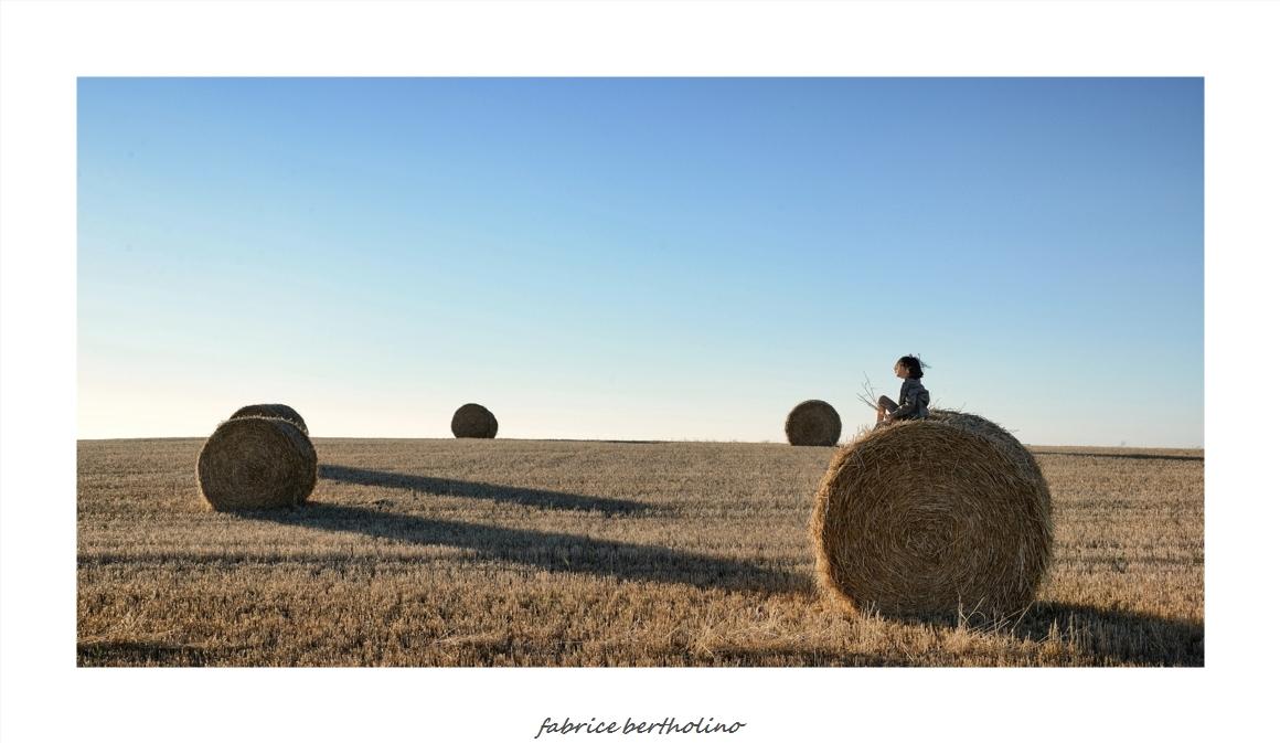 Zoé dans les champs