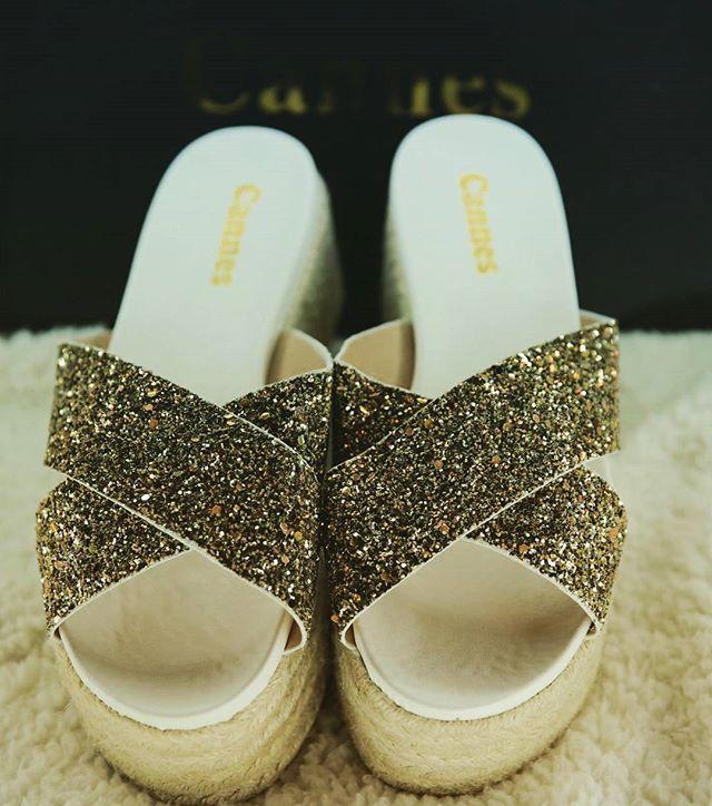 تصميم رائع ومريح والوان براقة تعكس رقي الذوق  بالاضافة للجودة العالية التي تتميز بها احذية #كان _#ال