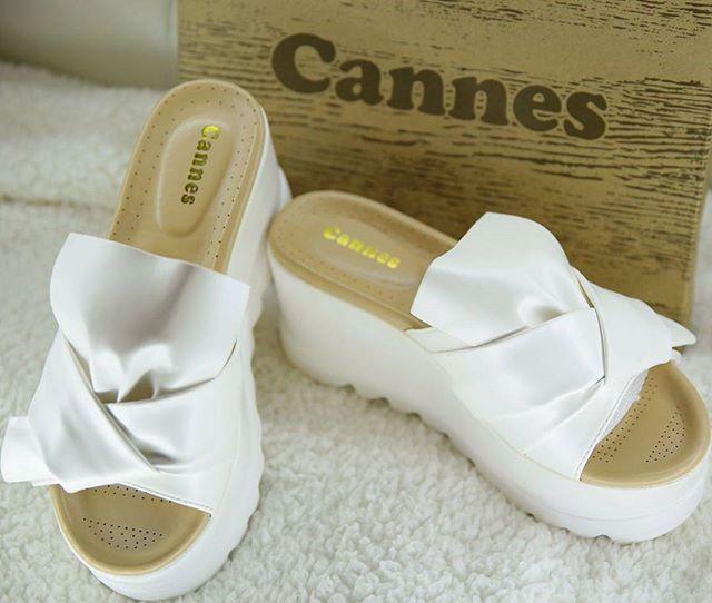 تصميم رائع ومريح واهتمام بالغ بالتفاصيل  بالاضافة للجودة العالية التي تتميز بها احذية #كان _#الكويت