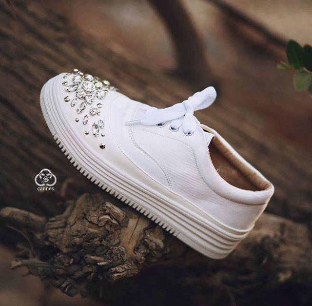 تمتعي بالراحة المطلقة #حذاء رياضي تصميم خيالي مع أحجار الكريستال البراقة بالاضافة للجودة العالية الت