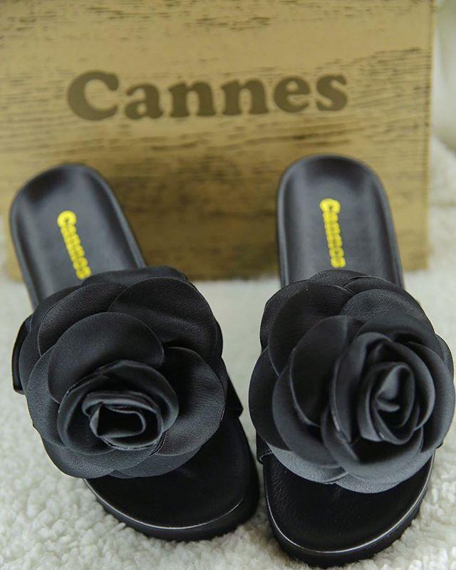تصميم رائع ومريح واهتمام بالغ بالتفاصيل_ بالاضافة للجودة العالية التي تتميز بها احذية #كان _#الكويت