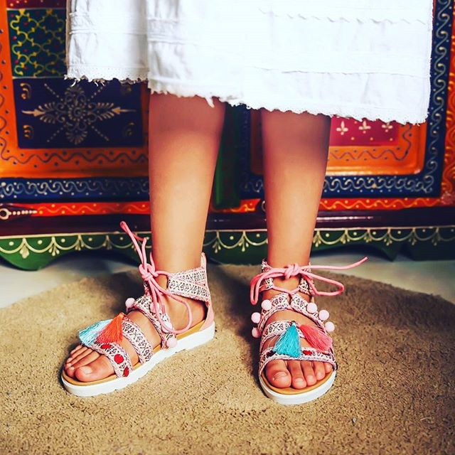 #وصل_حديثا #تشكيلة_العيد احذية في غاية الروعة بتصميم راقي وجودة عالية في محلات #كان _مقاسات من 25 ال