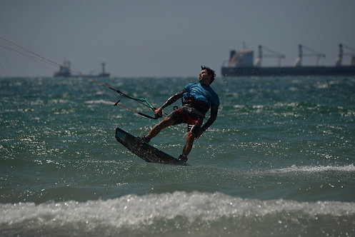 Surfing in Ashdod with wind and waves