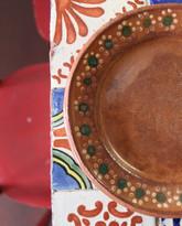 azulejos e piatti in terracotta