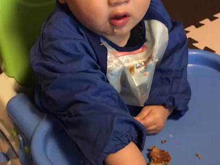 バナナを食べる!(9か月児)