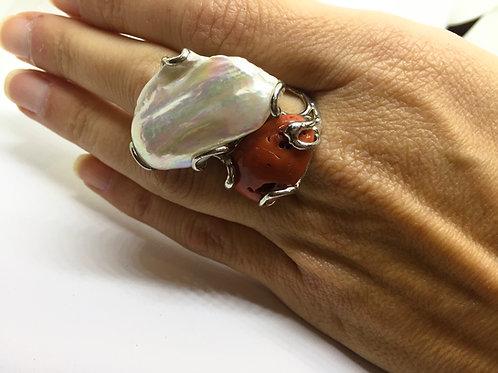 Anello Corallo e Perla Barocca su Argento