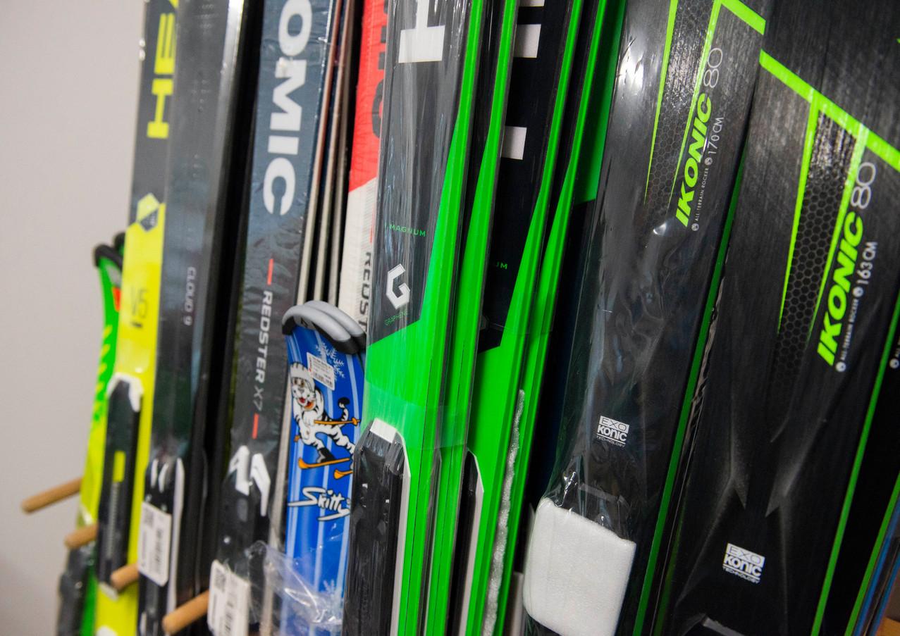Skier zum Kaufen und Leihen