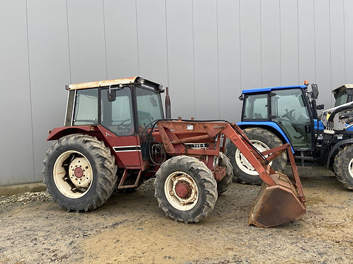INTERNATIONAL  745 S+ CHARGEUR