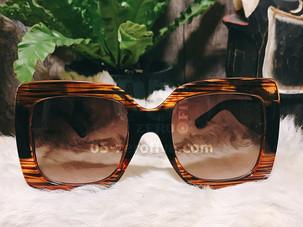 真夏の日差しにサングラス