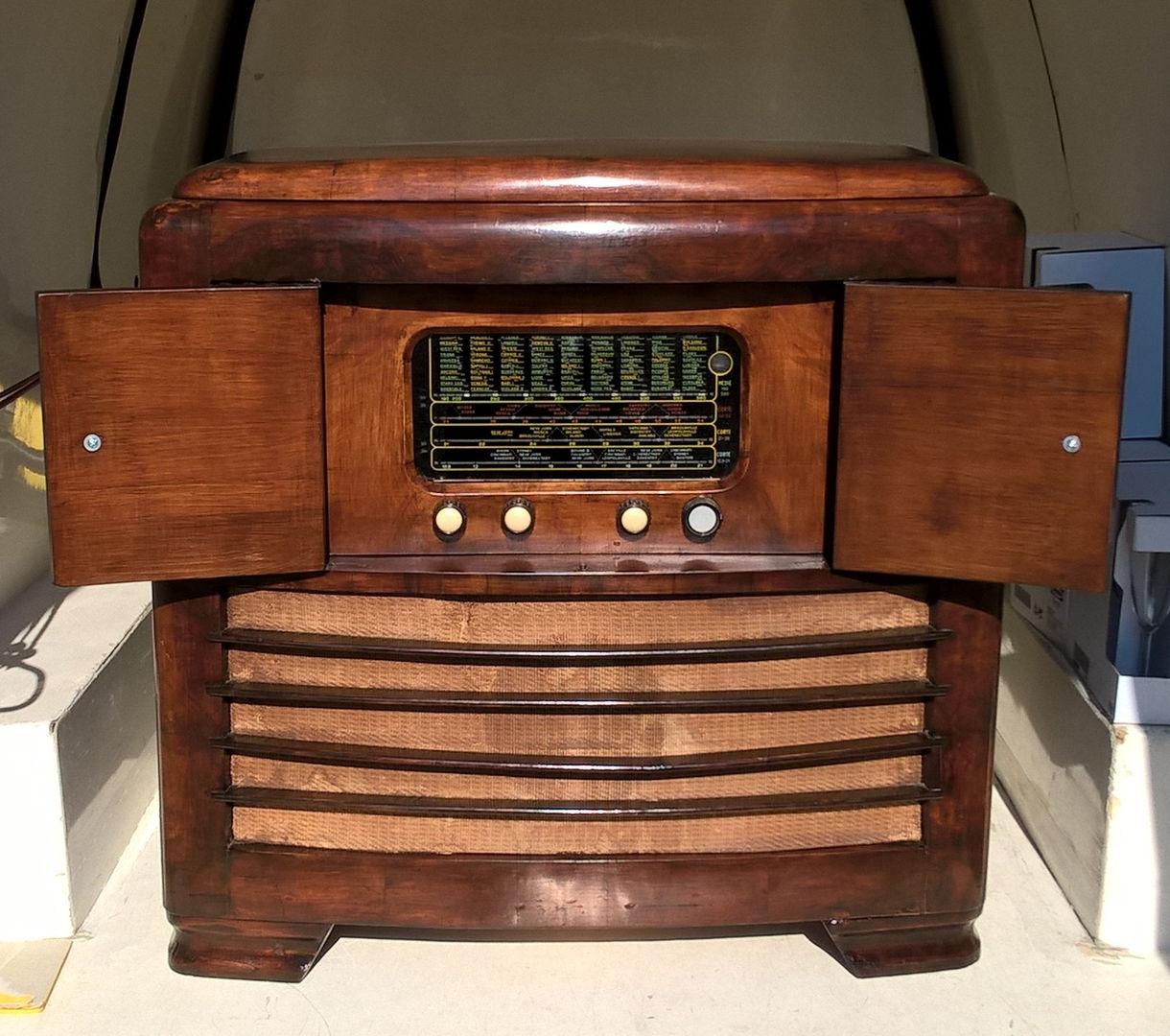 Radio restaurata e lucidata