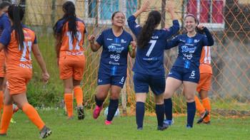 Guatemala celebra el regreso del fútbol femenino