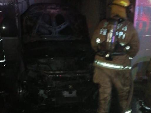 Incendian Auto Intencionalmente en Calderitas