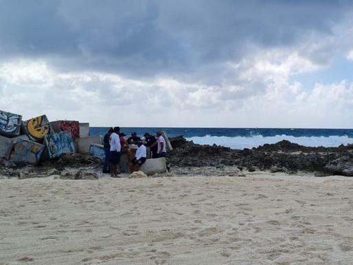 Reportan una persona ahogada y una desaparecida en playa Gaviota Azul de Cancún
