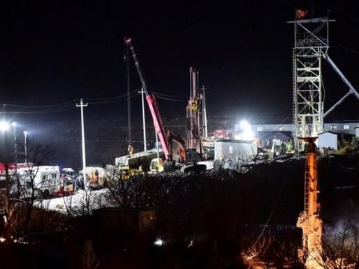 12 mineros atrapados en una mina de Oro de China