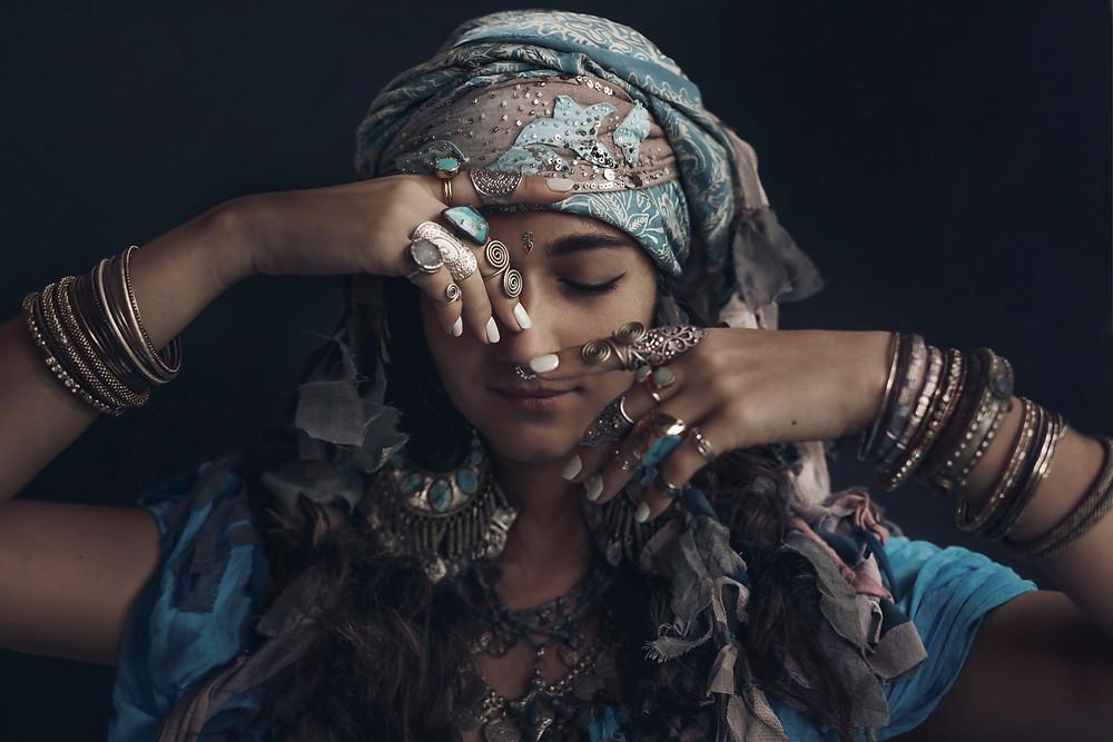 La femme est amie du Yin c'ets pourquoi elle est femme et vie danse.