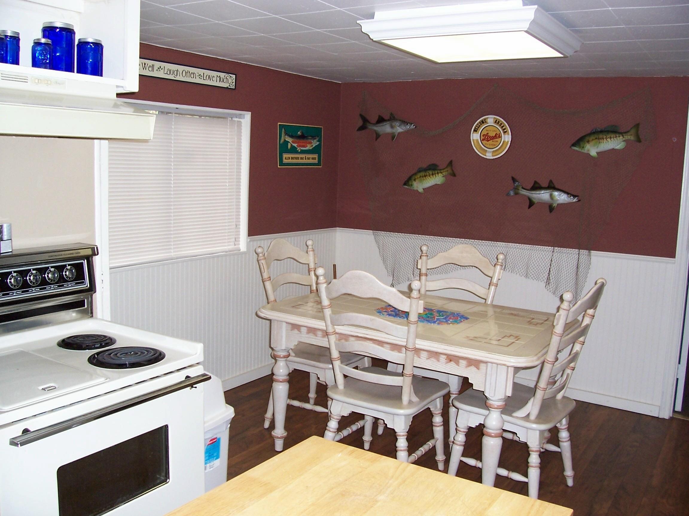 Nice_breakfast_area_in_kitchen