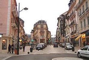 220px-Centre_ville_aix-les-bains.jpg