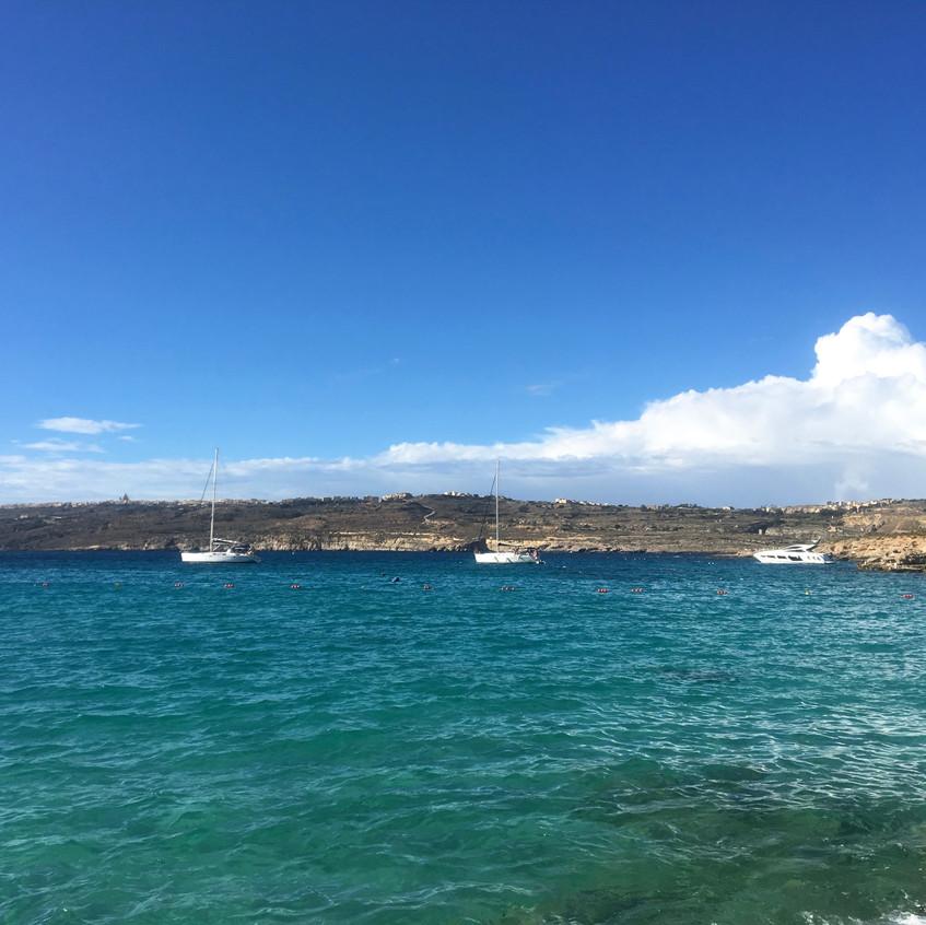Blue Lagoon, Comino island, Randomly Blo