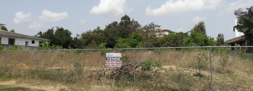 Solar-terreno-de-venta-en-Reparto-Tavare