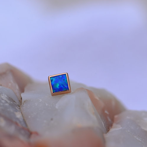 Princess Bezel threadless end Rose gold and synthetic blue opal