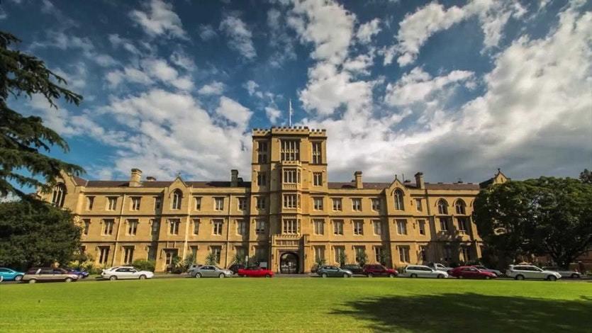 2020 QS世界大學排名第38,被譽為「南半球第一學府」,其大學多個學科都處於全球領先水平,強調學生在學術造詣與人格修養等方面的綜合能力。