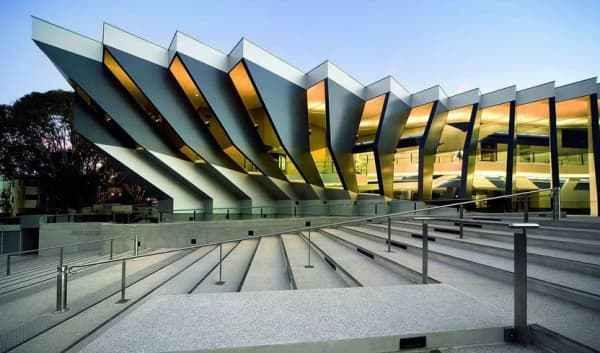 2020 QS世界大學排名第29,是一所位於澳洲首都坎培拉的研究型國立大學,在大洋洲具特殊學術地位。
