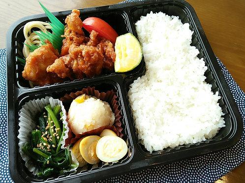 8月20日(火) 鶏唐揚げ弁当 + 味噌汁