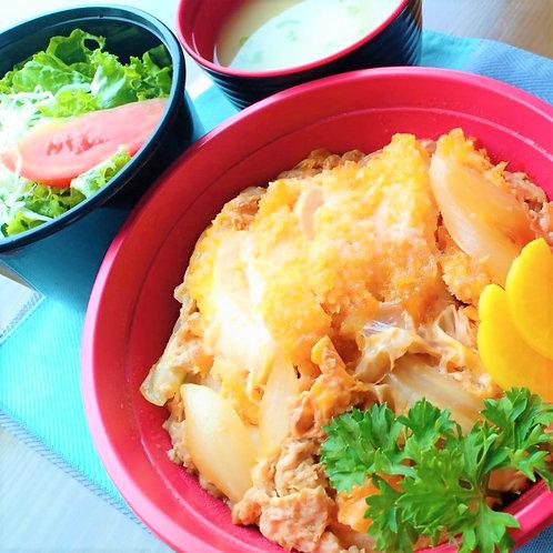 7月31日(木)チキンカツ丼 + サラダ + 味噌汁