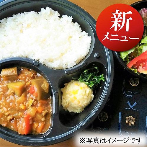 9月6日(金)たっぷり野菜のトマトキーマカレー + サラダ