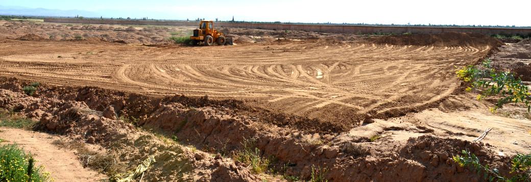Mise à niveau des 6500m² nécessaires à l'implantation de la ferme...