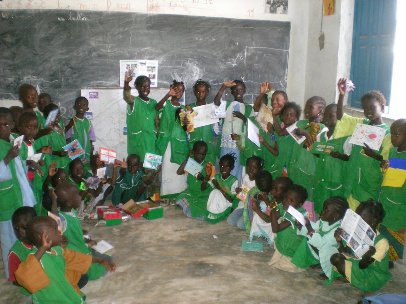 """Le enfants de """"MERE Rue"""" présente leur correspondance pour les enfants de Clichy..."""