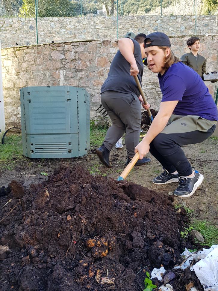 Récuperer la matière premièr et l'utiliser au jardin pour produire des légumes...