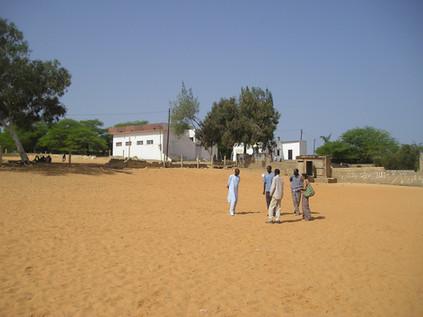 Toute les photos avec des arbres étais un désert comme dans cette cour d'école !....