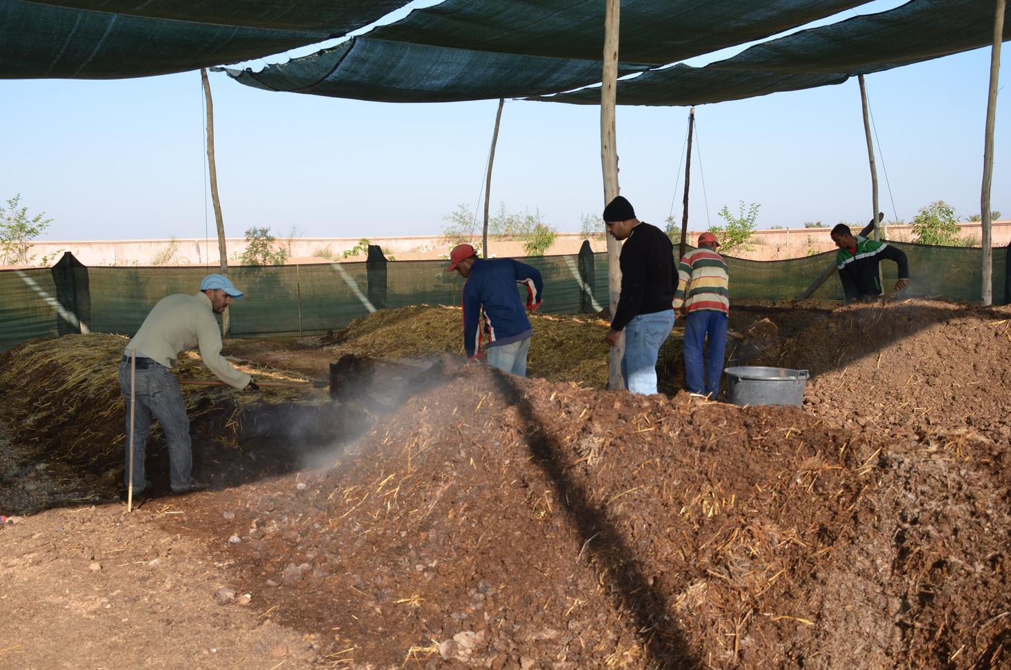 Retournement et oxigénation du compost, ca fume !!!