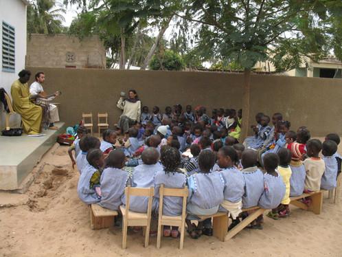 Arrivée de la correspondance des enfants de Clichy à Bango!....
