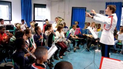 Quand des policiers apprennent la musique aux enfants de banlieue...