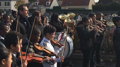 Un 11 novembre : aux instruments, enfants citoyens...