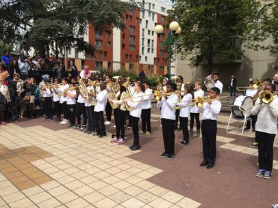 Cérémonie du 11 novembre 2015 à Garges : les enfants de l'orchestre Passeurs d'Arts