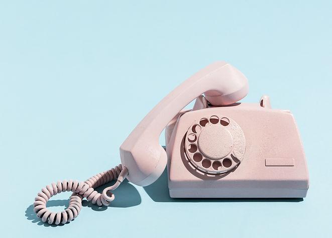 oldschool-pink-telephone-on-a-blue-backg