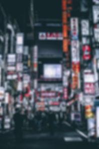 新宿歌舞伎町の夜の様子