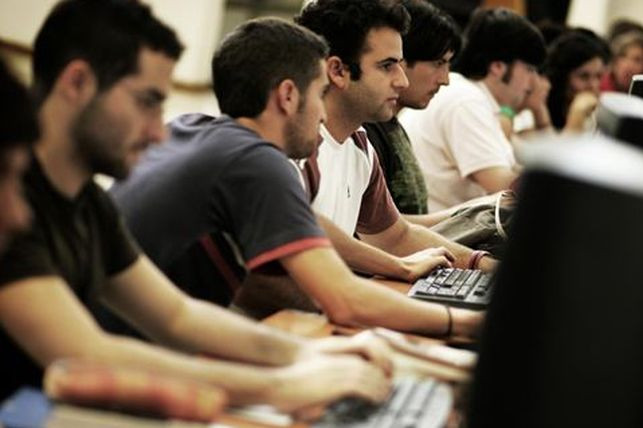Estudiantes-universitarios-Europa-Press_EDIIMA20130523_0371_13.jpg