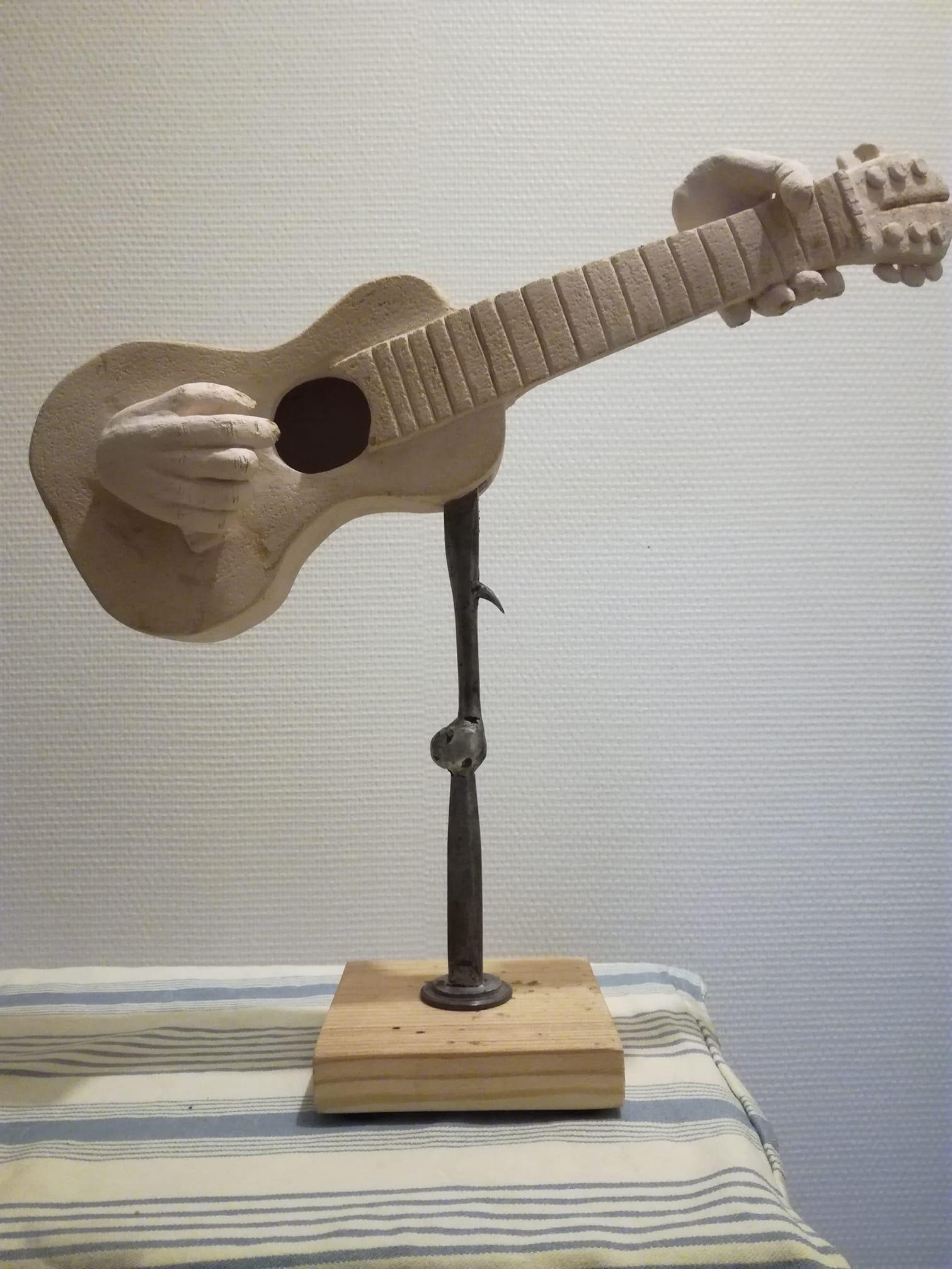 Joueur de guitare classique. 330€