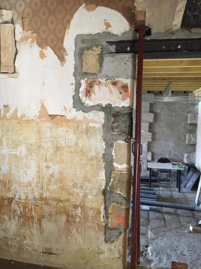 Mise à nu des murs du Café Rostand
