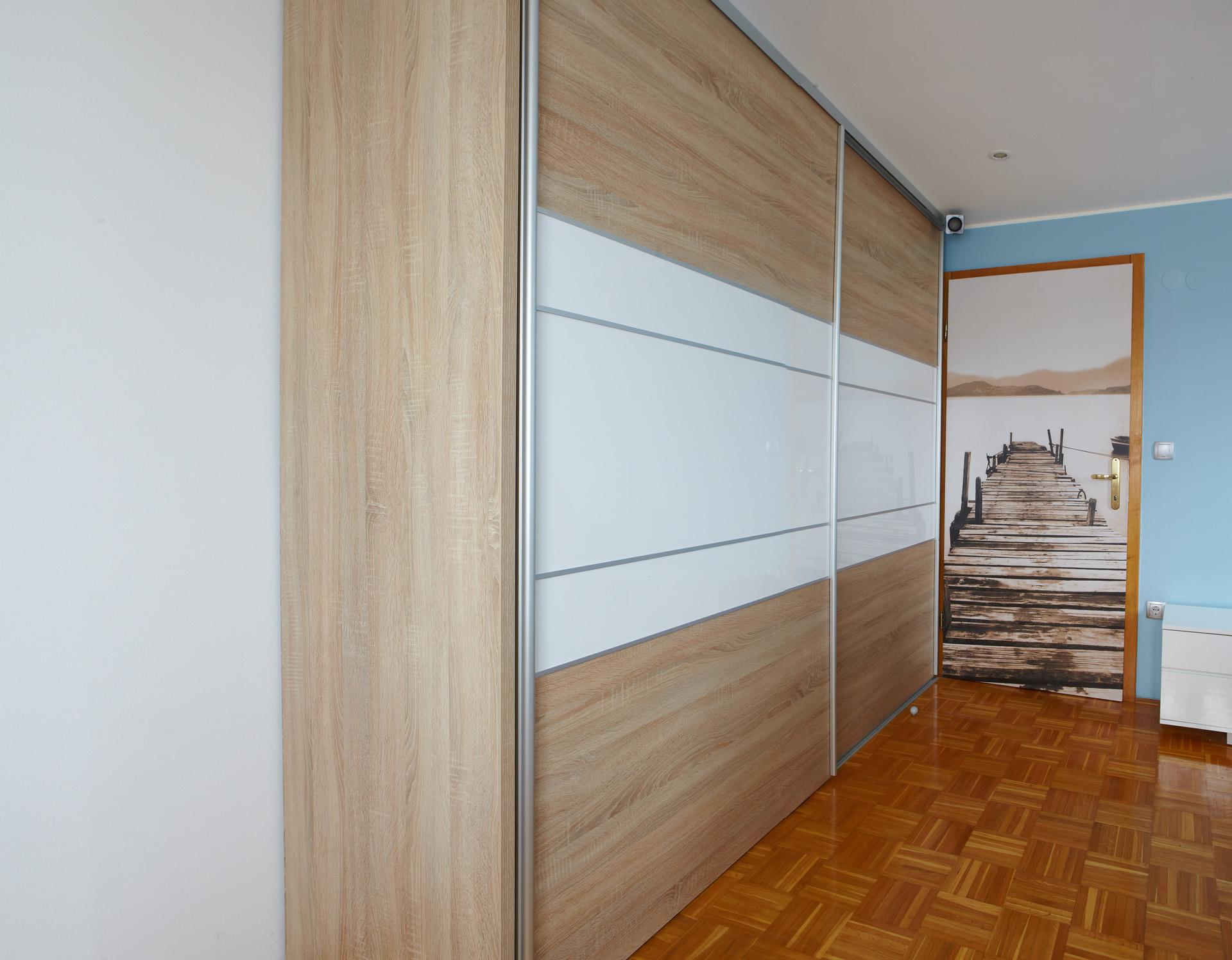 Vgradna omara za mladinsko sobo