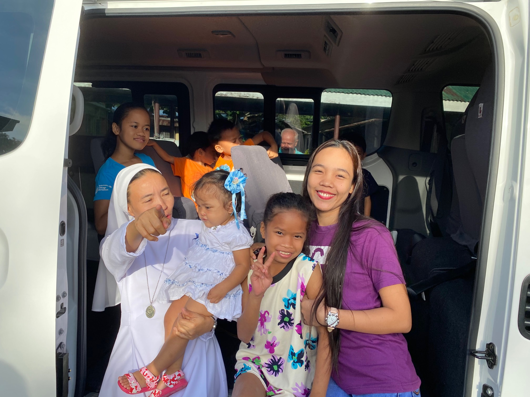 SSV Van Blessing SR Jennylyn and kids in