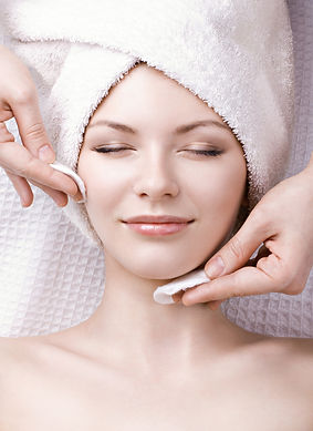 Woman having facial.Depositphotos_105690